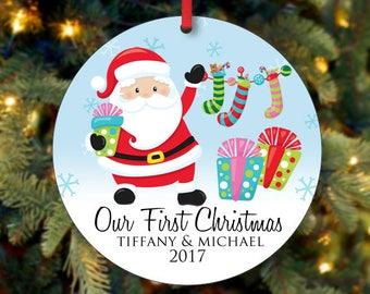 Unsere erste Weihnachten Ornament, Santa Ornament, personalisierte Christbaumkugel, 2017 Christbaumkugel, benutzerdefinierte Ornament (0005)