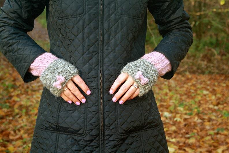 KNITTING PATTERN  Bonnie Bow Wristwarmers Fingerless Gloves image 0