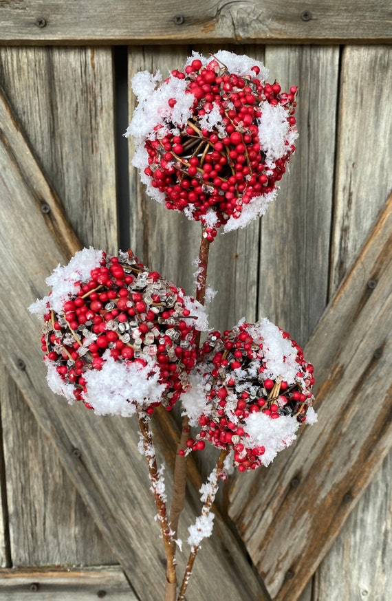Snow Twig Berry Ball Spray