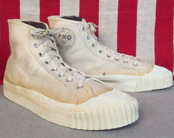 57ddeabc9859c Vintage 1950s Pro Basketball Canvas High-Top Sneakers Athletic Shoes Sz.7  Nice!