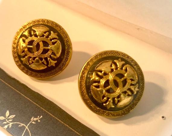 Classic CHANEL earrings | gold CC Chanel pierced e