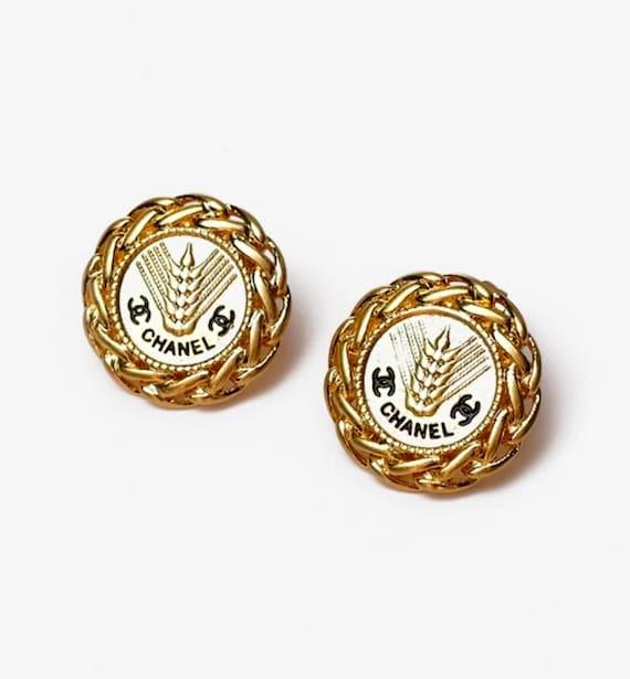 Classic CHANEL earrings | gold CC wheat Chanel pie
