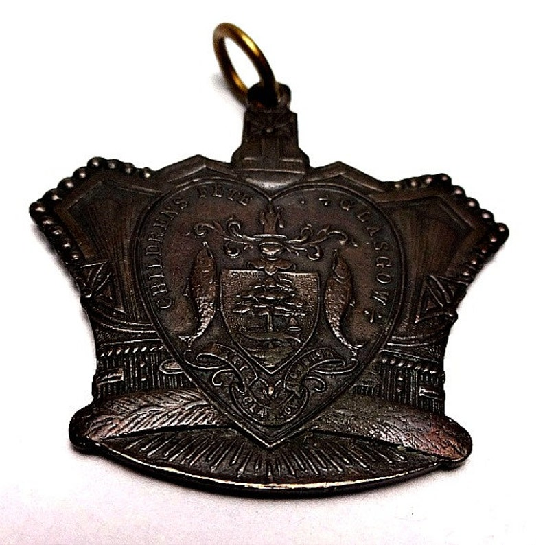 King Edward VII Children/'s Fete Coronation 1902 Antique Pendant Glasgow Scotland Souvenir Medal Queen Alexandra Antique Royal Crown