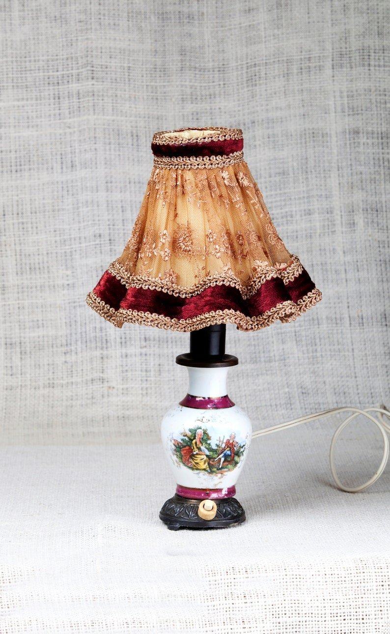 Amicable Antique Glass Lamps Shade With Double Petal Decorative Arts Antiques