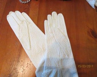Kid gloves pale cream