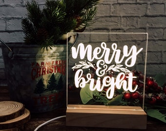Christmas night light, wooden base, merry & bright