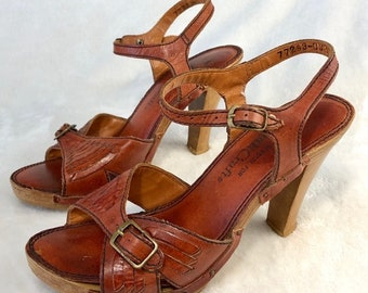 7b800a612f7 Vng 70 s Wooden Platform Strappy Sandals - Qualicraft Brazil 70 s Tooled  Leather Platform Shoes - Hippie Boho Shoes