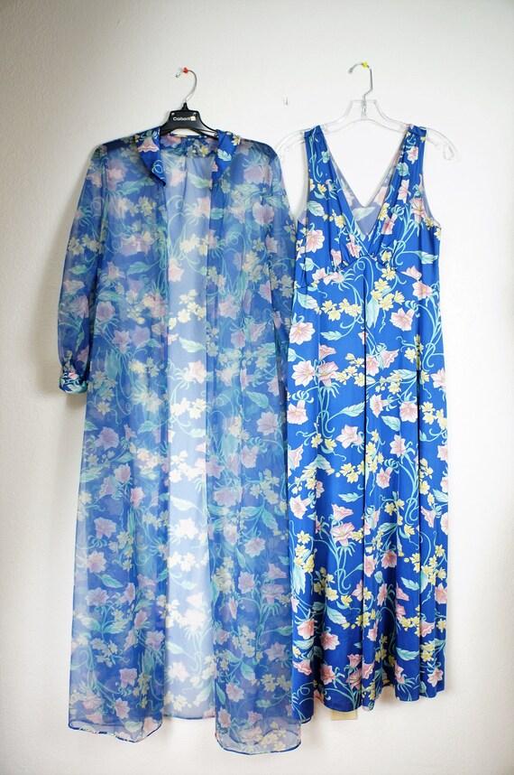 Stunning 60's Peignoir -  Vanity Fair Floral Nylo… - image 4