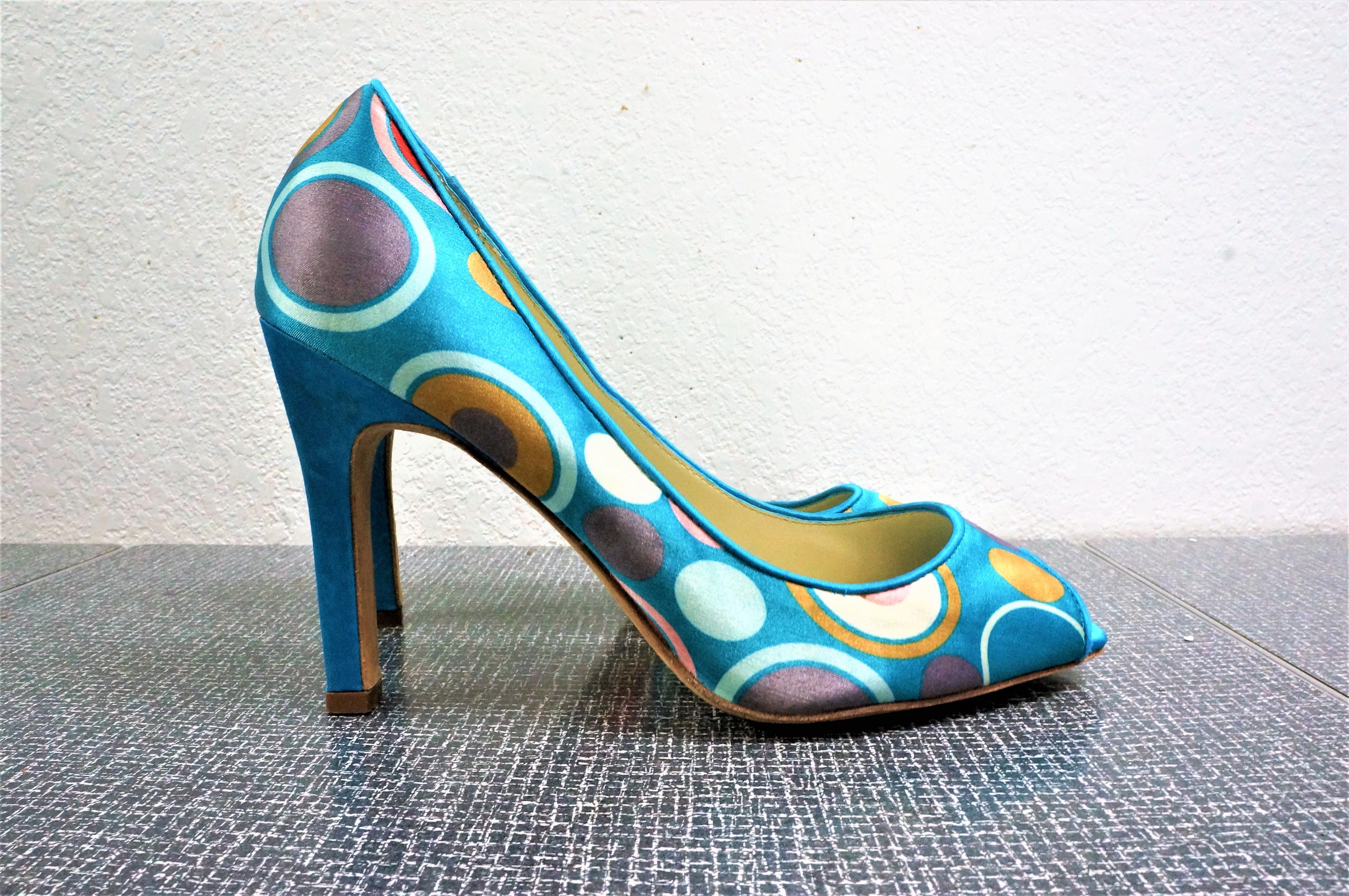 5c0cc27107e Vintage Open Toe 40's Style Pin Up Shoes - Martino Valero - Sz 6.5 - 90's  does 40's Op Art Mod Print Silky Satin High Heels