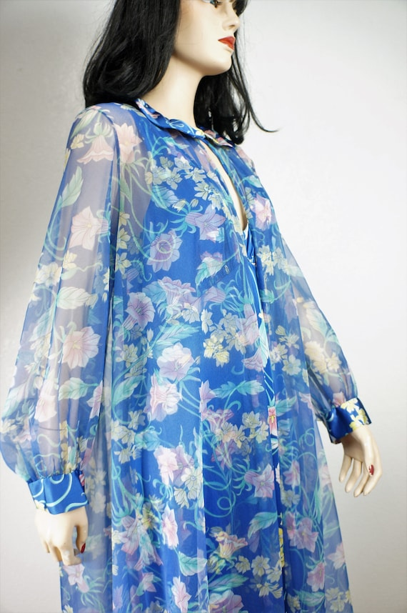 Stunning 60's Peignoir -  Vanity Fair Floral Nylo… - image 5