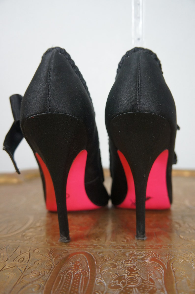 ee72966bf2f Vng Betsy Johnson NYBlack Silk Stilettos with Pink Soles Sz 7.5 / Vng Black  Silk Satin Open Toe Heels Super Sexy Shoes / Burlesque Stilettos