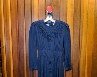 1980S // IN THE NAVY // Vintage Karin Stevens Navy Blue Long Sleeve Dress