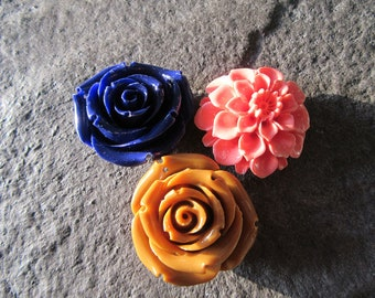 3pk Resin Flower Pendants Rose Pink blue brown 35mm