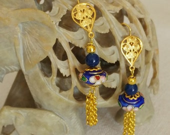 Dangling earrings with cobalt cloisonné and chain tassel