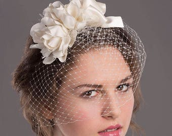Ivory bridal hair comb with veil and silk flowers, bridal blusher veil
