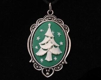 Yule, Christmas tree, cameo pendant