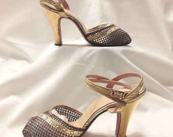 ff4cfa3e1f34 Vintage 1940s Ankle Wrap Heels