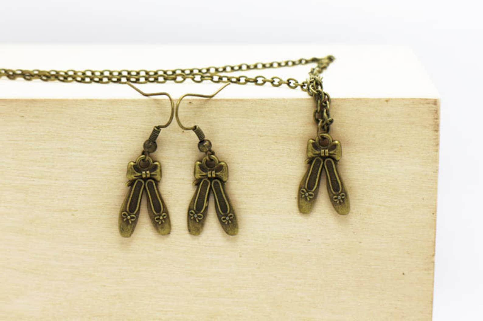 ballet slippers dangling earrings, ballet shoes necklace, antique bronze charm, jewelries set, vintage style, 3d charm, ballet,