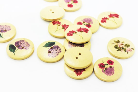 """1 1//8/"""" 6 Wooden Buttons  Pansy Flower design 30mm Sewing  craft Free UK P/&P"""