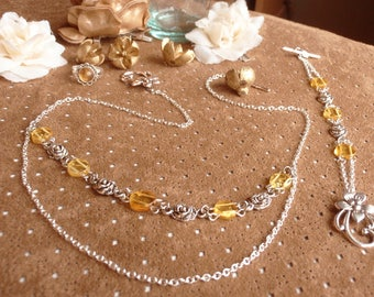 Floral set in amber and silver roses