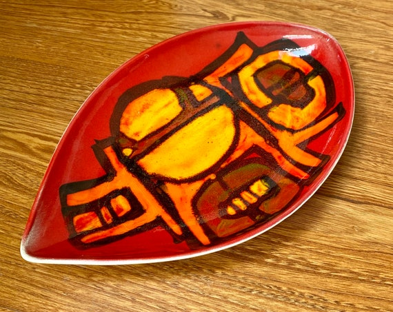 Poole Pottery 1970's shield dish / plate - red and orange abstract design. Excellent vintage condition. Mid century modern