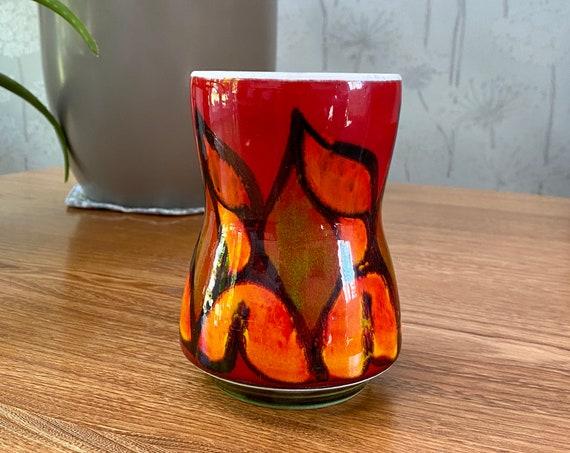 Poole Pottery 1970's vase - orange, tangerine and red delphis design. Mid-century modern. Excellent vintage condition.
