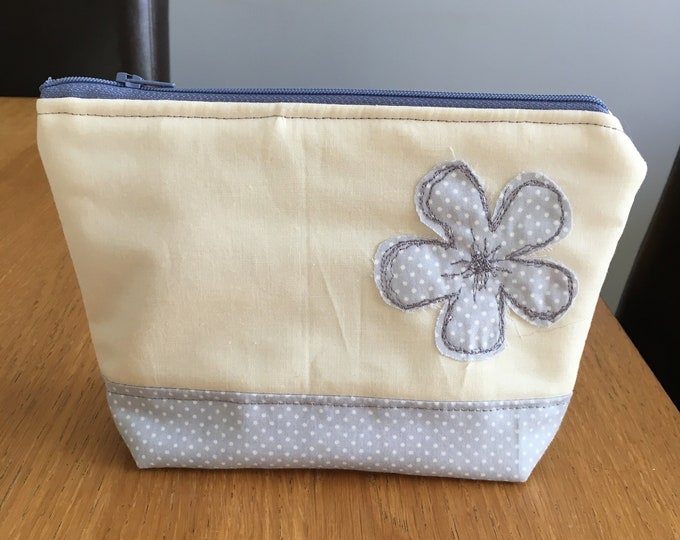 Handmade make up bag, cosmetics purse - Grey polka dot flower