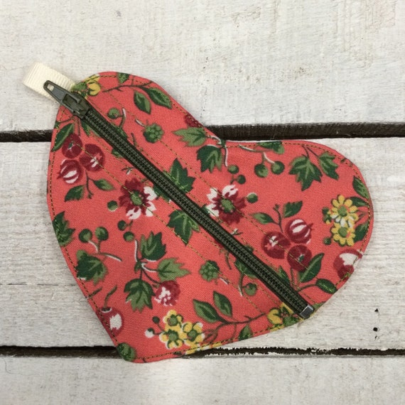 Liberty fabric Heart Jewellery or earbuds bag, headphones travel case,  earring pouch, small purse, Handmade
