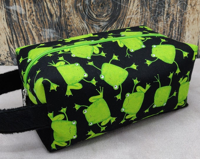 Frog themed Knitbox, a Project Bag for knitting, crochet, or whatever you like