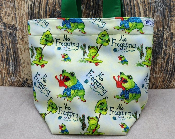 Frog no-frogging Project bag Knitting Bucket for knitters or crocheters, fully lined with a drawstring and handles