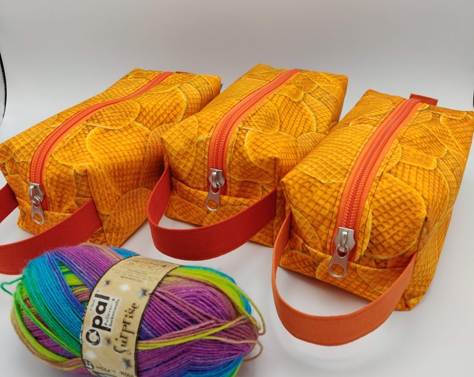 Stroopwafel Knitbox, box bag for knitting, crochet or anything you like