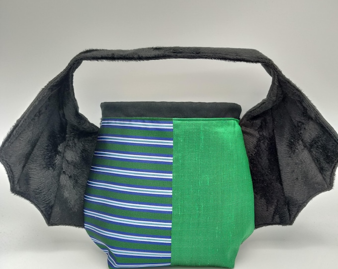 Wizards Cape bag in Slytherin house colors, variation on the earsbag, drawstring bag for knitting, crochet or anything you like