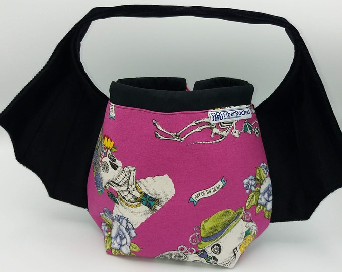 Batwing bag, variation on the earsbag, drawstring bag for knitting, crochet or anything you like