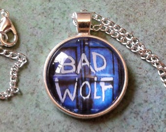 Bad wolf Necklace, Doctor Who pendant, doctor who cosplay, rose tyler , whovian Jewelry, rose cosplay, cosplay jewelry, doctor who gift