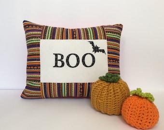 Quilted Halloween Pillow, Boo pillow, Halloween pillow