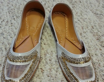 Embroidered Ballet Indian, south east  Asian white and gold slippers shoes size 6-7 N