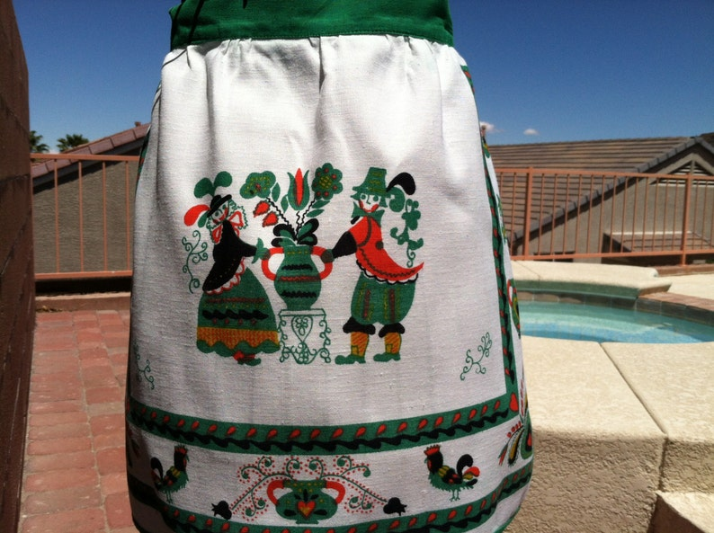Fits up to size 14 OLD COUNTRY LINEN Apron