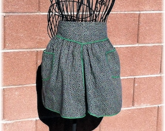GREEN STAR Apron  - Cooks Up to Size 14