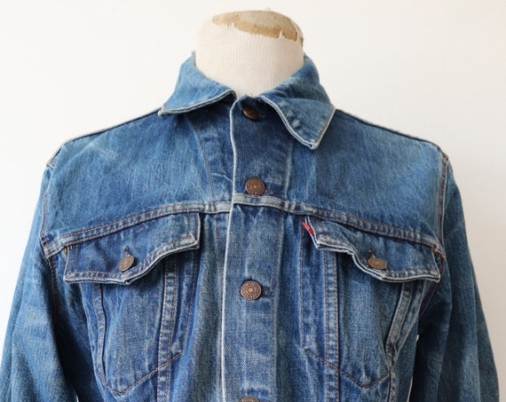 "Vintage 1970s 70s 1980s 80s Levis Levi Strauss type three denim trucker jacket 70505 trashed frayed faded red tab small e workwear 42"" chest"