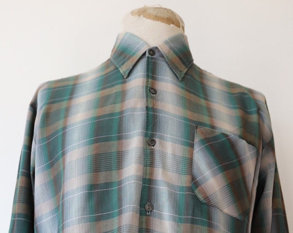 """Vintage 1970s 70s french grey green poly cotton shadow plaid work shirt workwear farmer chore 48"""" chest"""