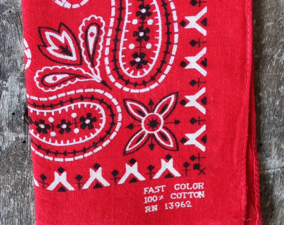 "Vintage 1950s 50s turkey red cotton bandana western rockabilly pocket square colour color fast paisley RN13962 15"" x 17"""