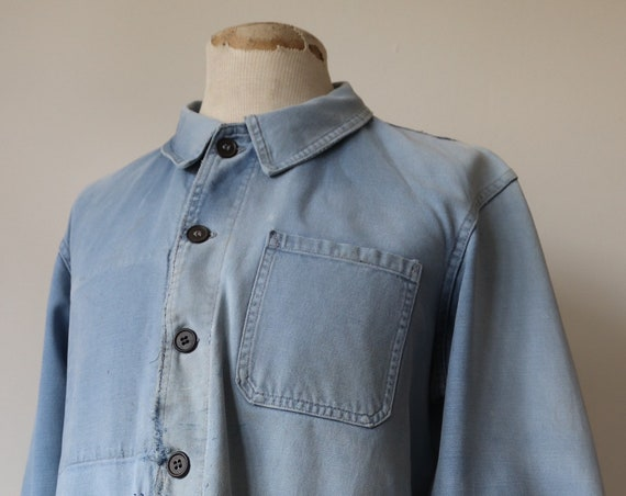 "Vintage 1960s 60s french sun faded indigo blue bleu de travail cotton twill work jacket workwear 46"" chest repaired darned chore patched"
