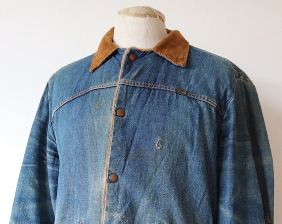"""Vintage 1970s 70s Wrangler indigo blue faded trucker jacket shearling lined 46"""" chest distressed workwear work chore corduroy collar"""