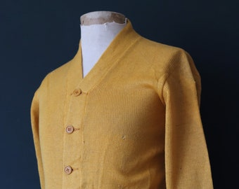 Vintage 1940s 40s American USA yellow wool knitted varsity Ivy League style rockabilly mod chenille patch jumper sweater cardigan knitwear