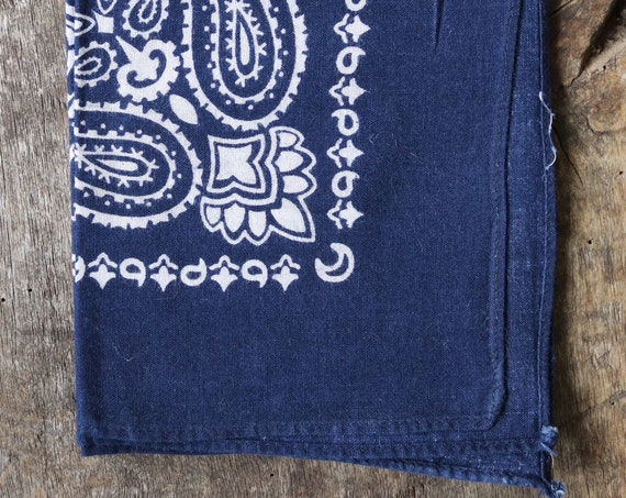 Vintage 1990s 90s cotton colourfast colorfast faded indigo blue bandana pocket square neckerchief paisley rockabilly western cowboy
