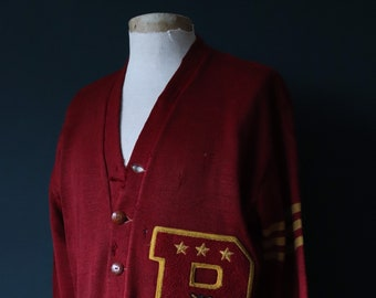Vintage 1950s 50s American USA burgundy wool knitted varsity Ivy League style rockabilly mod chenille patch jumper sweater cardigan knitwear