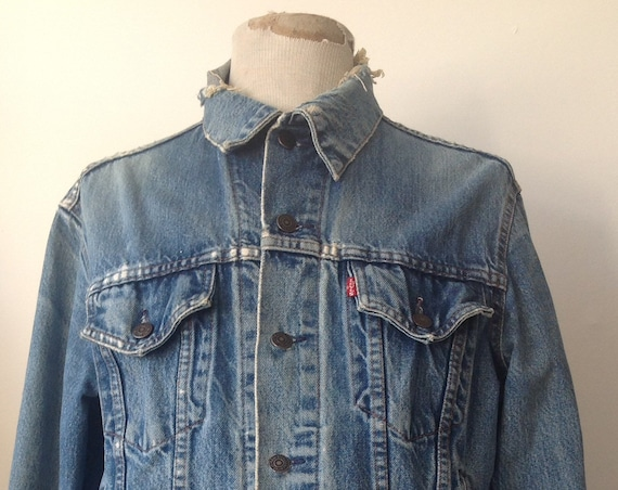 "Vintage 1980s 80s blue denim Levi Strauss Levis type three trucker jacket made in Canada workwear work chore 44"" chest frayed trashed"