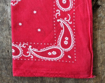 Vintage 1990s 90s faded turkey red paisley printed cotton bandana pocket square western cowboy rockabilly RN13962