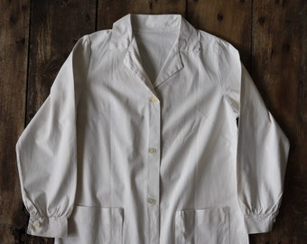 """Vintage 1950s 50s french womens white cotton button up overall dress uniform nurse medical lab coat 40"""" chest"""