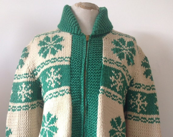 """Vintage 1950s 50s white green handmade wool Cowichan zip up sweater jumper cardigan snowflake thick chunky 40"""" chest unisex rockabilly"""